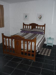 bedroom cot 1 - 3 double bed
