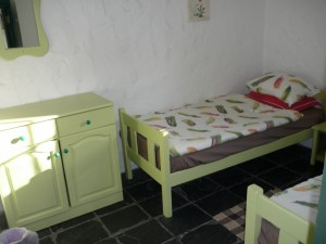 bedroom cot 1 - 3 single beds
