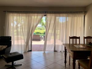 flat 6 curtains
