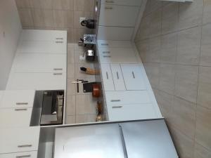 flat 6 kitchen 2