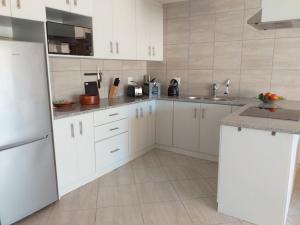 flat 6 kitchen full