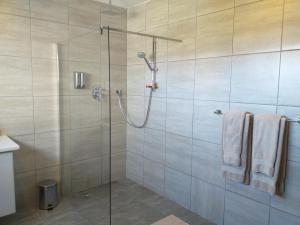 flat 6 shower