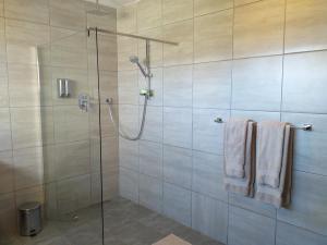flat 6 shower 3