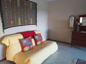 flat 6 yellow sofa 2