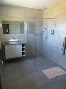 flat 7 toilet 4
